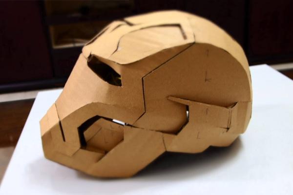 Máscara de iroman con cartón